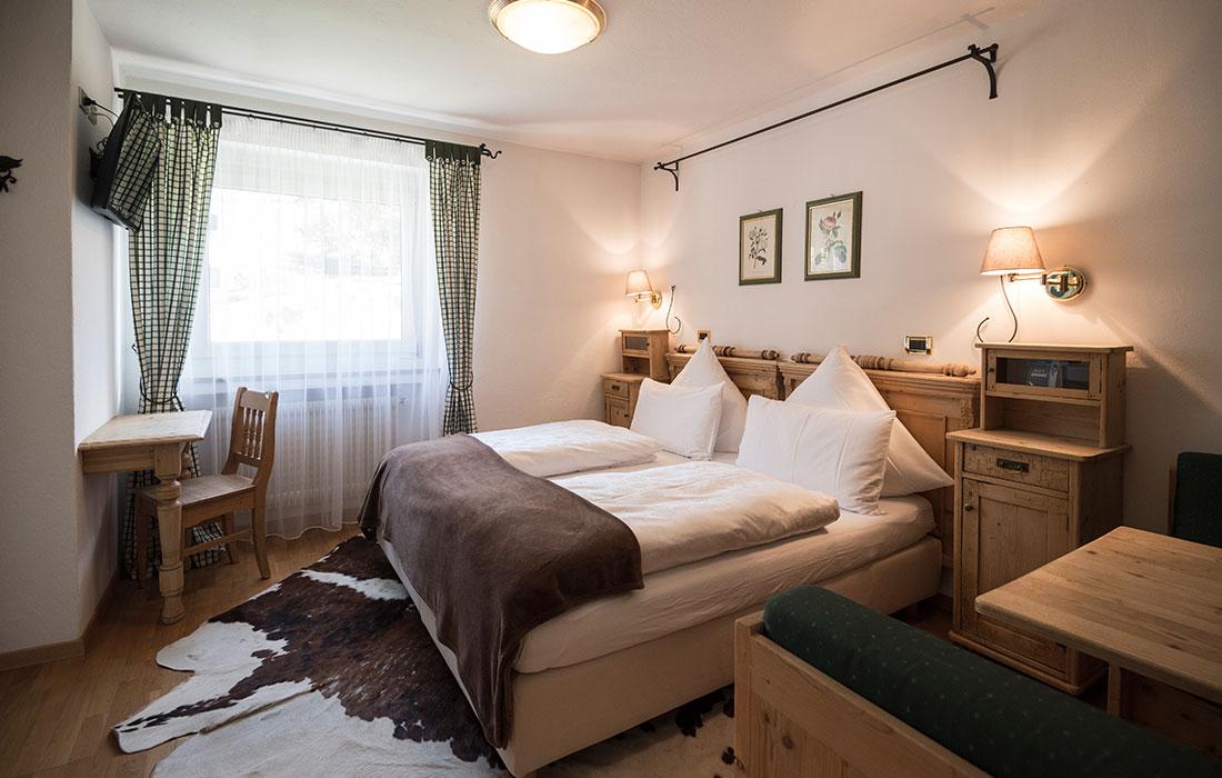 Notti rigeneranti nelle camere arredate in stile tirolese for Camere arredate